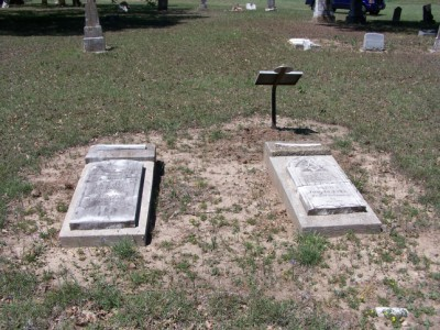 William C. Sypert & wife graves, Davilla, Milam, TX