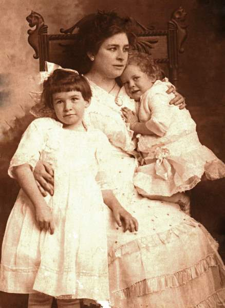 Lelia Batte and daughters Mary Belle Batte and Lelia Batte