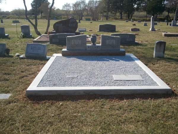 Grady & Ernestine Yoakum Williams gravesite at Sandy Creek Cemetery
